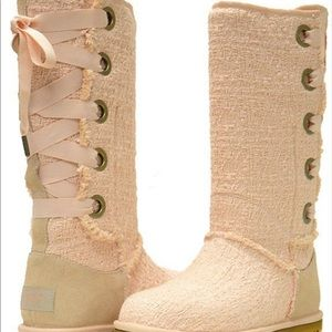 Hair loom lace up ugg books pink